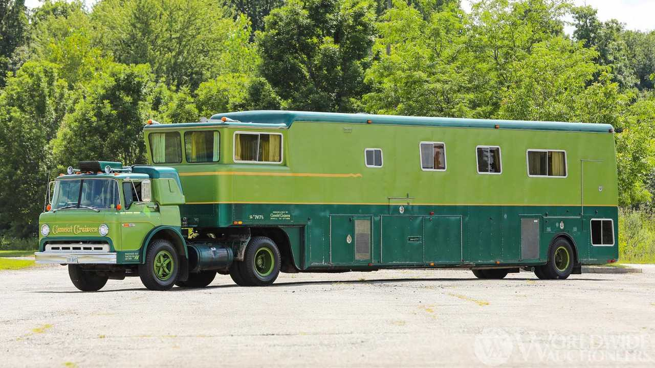 1974-ford-c750-camelot-cruiser-trailer-coach-for-sale-exterior